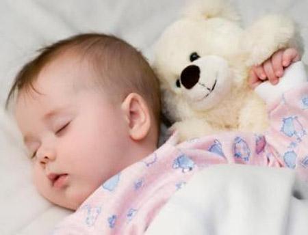 Có nên cho trẻ sơ sinh và trẻ nhỏ nằm máy lạnh